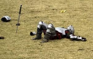 cavaliere-sconfitto-getta-immobilizzati-dopo-il-torneo